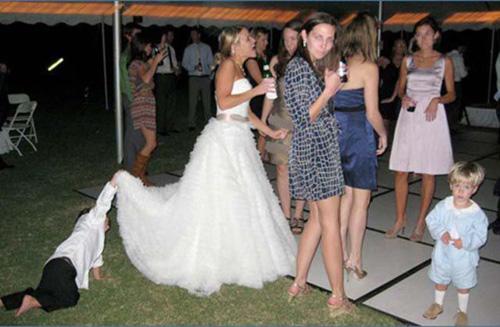 24 WTF Funny Wedding Photos: imjussayin.co/24-wtf-funny-wedding-photos-7280