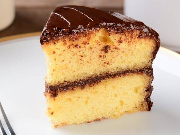 yellow-cake-chocolate-frosting (1)