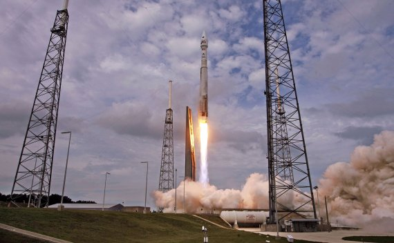 An AtlasV rocket, carrying the Maven spacecraft, blasts off at Cape Canaveral Air Force Station, Fla., on Monday, Nov. 18, 20131. Maven is on a 10-month journey will directly assess the atmosphere of the planet Mars. (Red Huber/Orlando Sentinel/MCT via Getty Images)